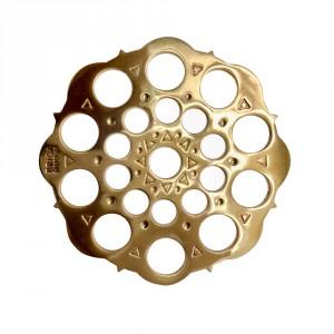 ERICA HUUVA | Risku Mii gávdnot, tillverkad i kraftig mässing. 64mm i diameter, 930 kr.